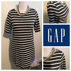 EUC Large Gap Gray and White Striped Dress